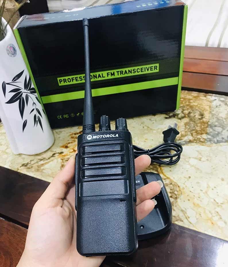 máy bộ đàm cầm tay Motorola M25